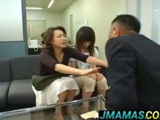 Miki yoshii と ママ mouths ファック バイ men