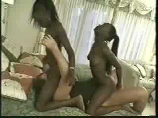 Africa dvyniai pakliuvom su 1 men