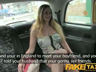Hongrois avec chaud corps et seins - fake taxi