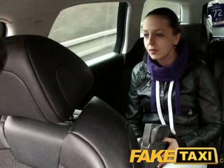 Faketaxi спіймана на camera з її knickers вниз