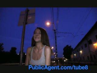 Publicagent smiley pruun haired cutie gets paid jaoks seks