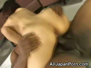 日本, 猫他妈的, 亚洲女孩