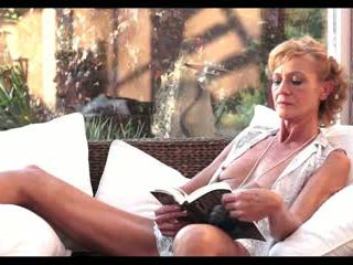 Hämmästyttävä mummi perseestä, vapaa läkkäämpi porno video- 7f