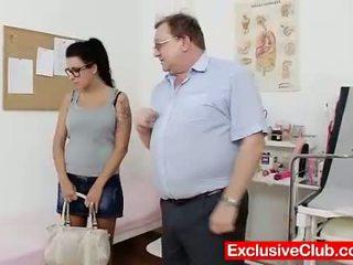 Kirsten augs uz gyno slimnīca dīvainas cunt checku