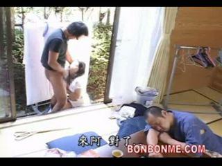 Майка прецака от син когато баща спящ