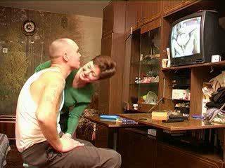 Mama catches sin gledanje porno rusinje