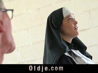 I vjetër njeri bën i ri monastery murgeshë fornicate