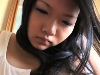 Innocent asiatisch mieze mit mega titten
