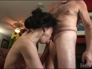 ruskeaverikkö, hardcore sex, pussy poraus