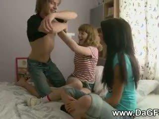 Harcore трійця з schoolgirls