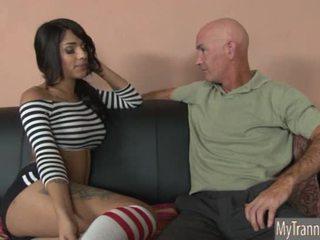 Bukuroshe nxehtë ts jane marie anale pounded në një divan