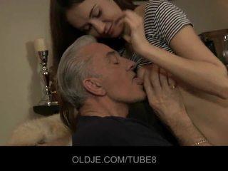 Teeny فتاة having الشرجي جنس مع قديم guy