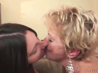 Nonnina e giovanissima in caldi lesbica azione