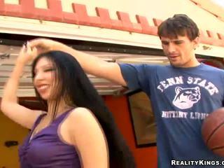 Longhaired sexy latina Esperanza Diaz pick up dude