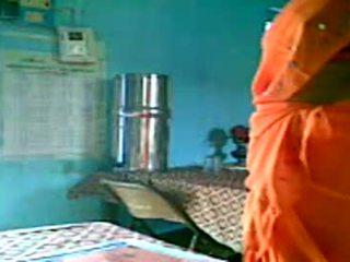 Prsnaté indické teta flashes ju veľký prsia