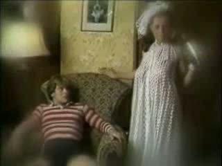 邪惡 母親 seduces 兒子