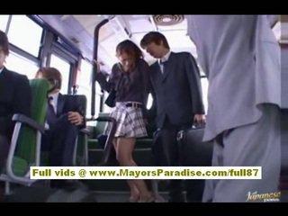 Nao yoshizaki sexy asiática adolescente en la autobús