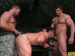 Homosexuální trojice v the bootcamp