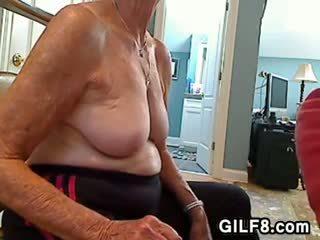Blond granny gives a suhuvõtmine