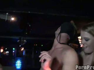 Betrunken klub bitches abusing male stripper bei die klub