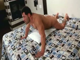 Beefy lihaseline homo poiss beating ära 3 poolt gotmasked