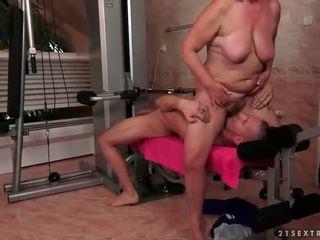Xưa chó gets fucked lược cứng trong các thể dục