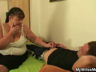 Während seine ehefrau entfernt er nails sie fett mutter