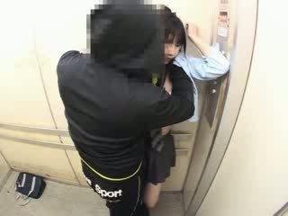 Schoolgirls apalpada em um escola elevator