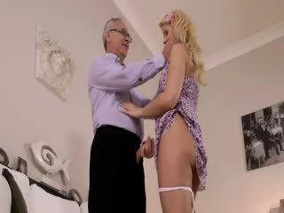 Super Mainit blondie really gets supsupin para luma jim sa a sopa