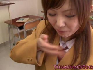 Japanese Schoolgirl Sucking Cock in Classroom: Free Porn af