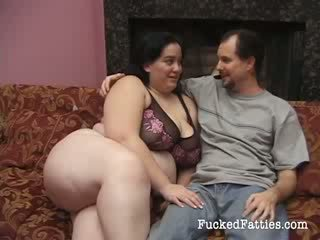 Nepakartojamas storas mergaitė su didžiulis papai getting penetrated iki two didelis cocks