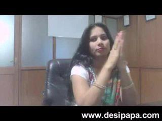 Indiškas bhabhi seksas bigtits sucked iki jos bosas į cabin mms