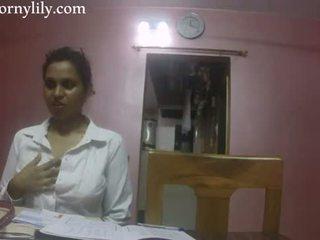 Indiano sesso insegnante arrapato lily amore lesson
