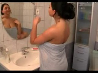 Didelis krūtys į the bath