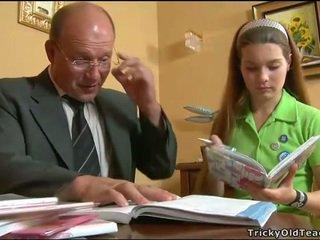 Kiimas õpetaja seducing teismeline