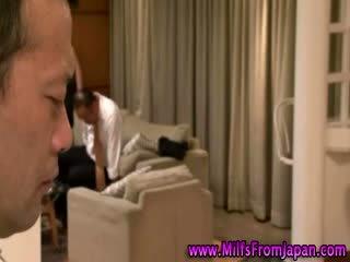 Japonais milf ménagère getting elle sur