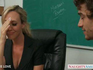 בלונדינית מורה brandi אהבה ברכיבה זין ב כיתה