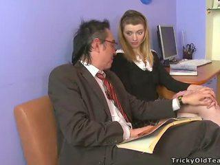 חרמן ישן מורה giving lessons