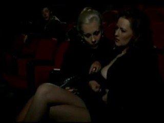 Alduterio italiano grunn ragazze al kino