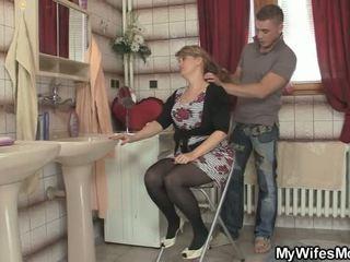 Han cheats ikke langt fra kjempebra mor i lov