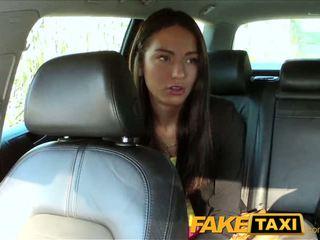 Faketaxi taxi driver fucks impreza dziewczyna na tylne siedzenie