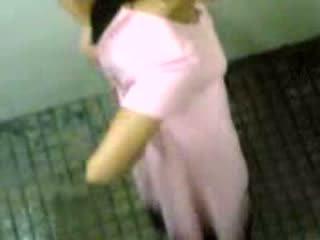 India niñas taped taking pee vídeo