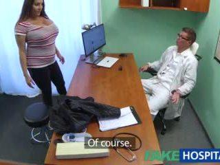 Fakehospital vogëlushe wants doctorã¢â€â™s spermë të gjithë mbi të saj i madh i madh cica video