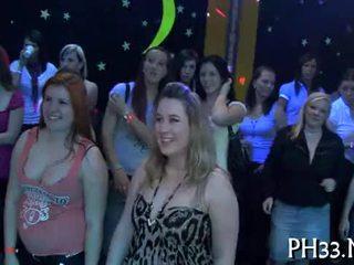 Lots z gangbang na dance podłoga