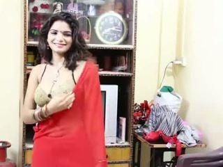Desi milf's ňadra fondled opravdu těžký podle salesman ## hindi horký krátký film