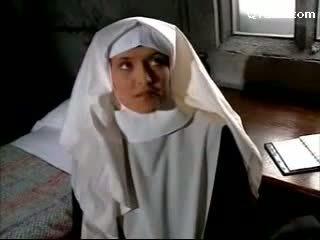 Abbess 在 性感 女用貼身內衣褲 拍擊 尼姑 getting 她的 的陰戶 licked licking 上 該 床