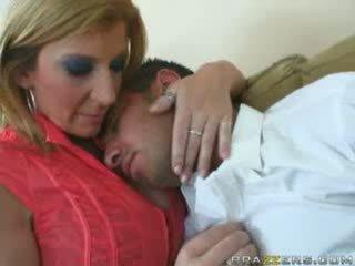 Τεράστιος titties μαμά sarah jay
