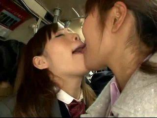 Shocked японська школярка gets трахкав на a packed потяг