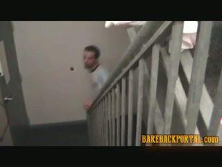 Hooters guy eager para um raw caralho