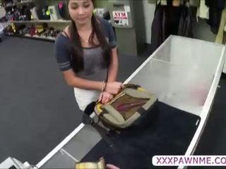 Quente universidade estudante pawns um lap dance para pagar dela tuition